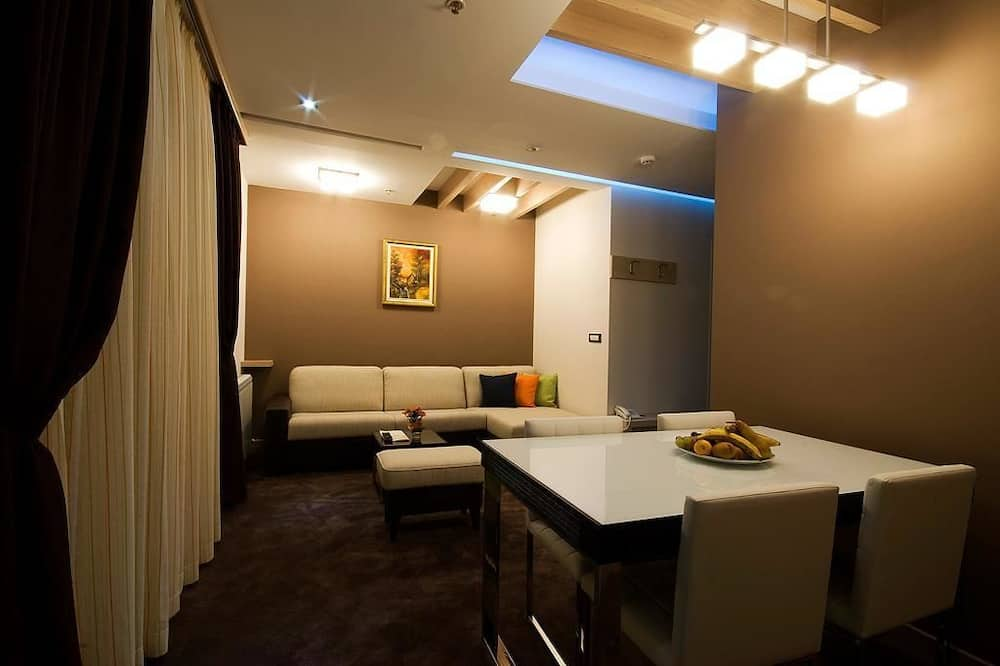 Family Apartment - In-Room Dining