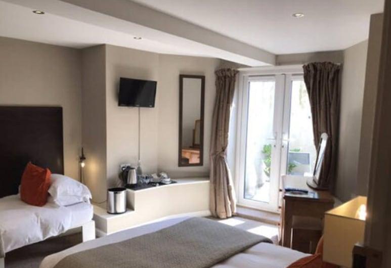 Martin's Guesthouse, Edinburgh, Triple Room, Ensuite, Guest Room
