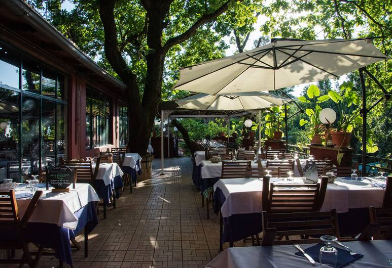 Seven Hills Village, Rome, Outdoor Dining