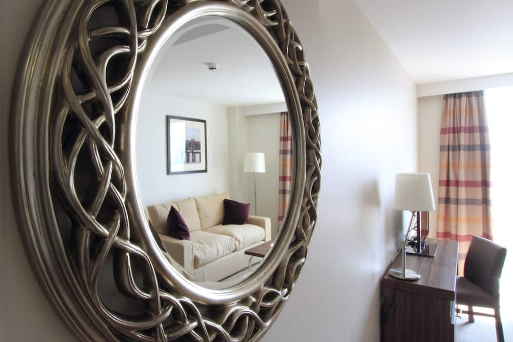 Suite, 1 Bedroom, Non Smoking, Kitchen - Living Area