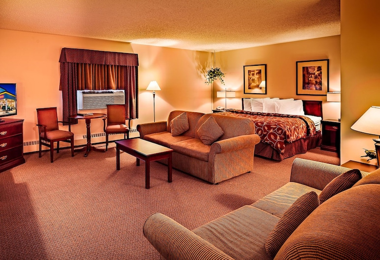Norsemen Inn, Camrose, Deluxe Suite, 1 King Bed with Sofa bed, Guest Room