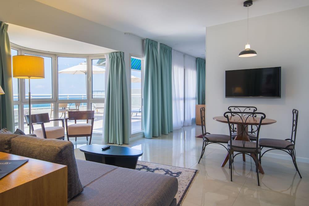 Süit, 1 Yatak Odası, Balkon, Deniz Manzaralı (Penthouse) - Oturma Odası