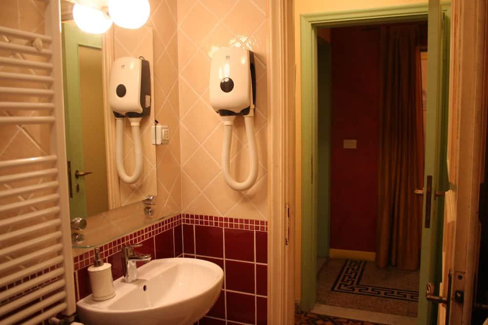 Doppelzimmer, Gemeinschaftsbad - Badezimmer