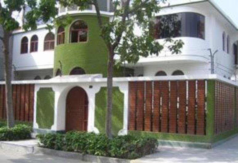 LYNIK La Casa de Blanca, Lima