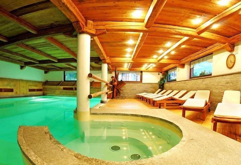 約藍達運動酒店, 格雷索拉特里尼泰, 室內泳池