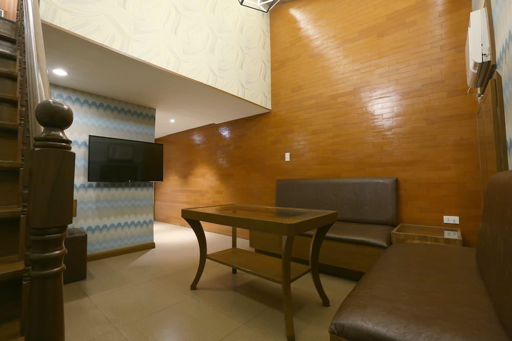 Suite, 1 Queen Bed - In-Room Dining