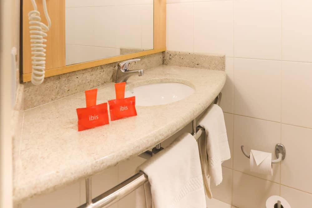 Standard - kahden hengen huone, Useita sänkyjä - Kylpyhuone