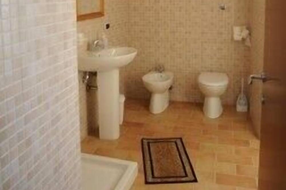 Trivietis kambarys, Nerūkantiesiems - Vonios kambarys