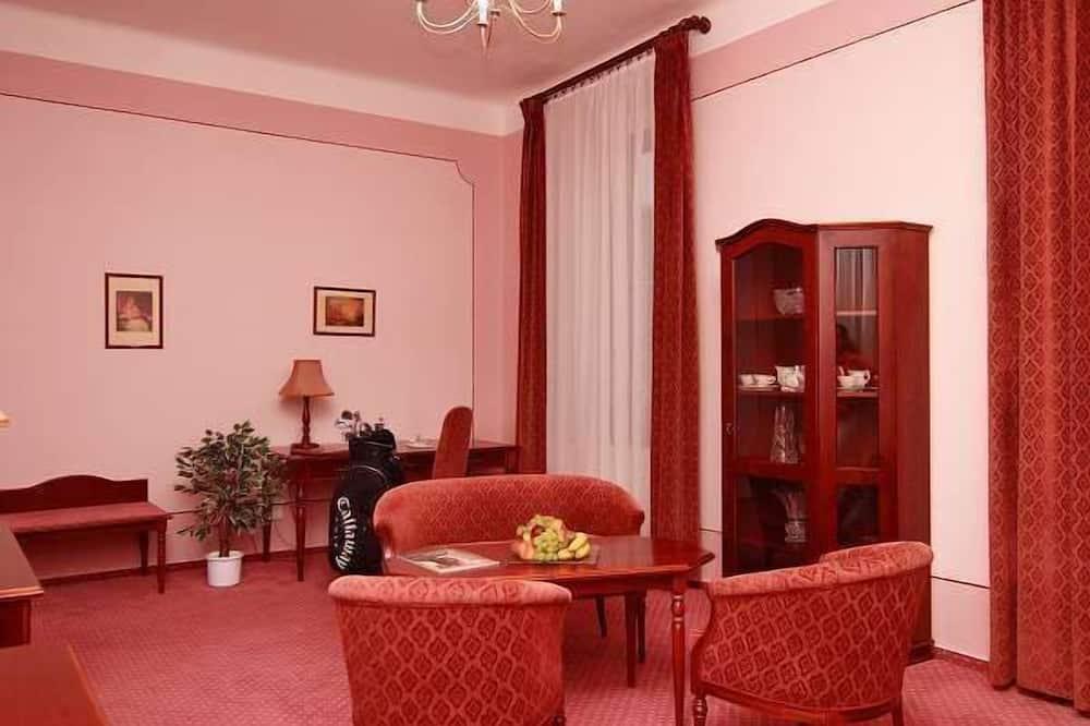 חדר לשלושה - סלון