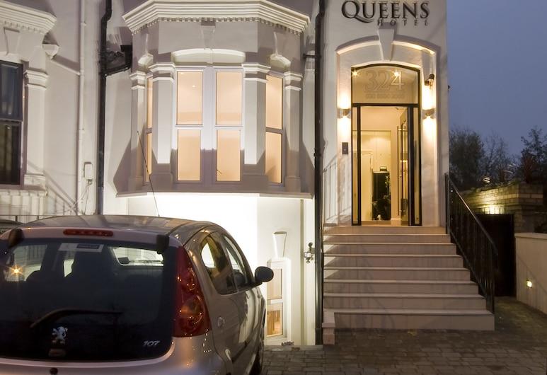 皇后酒店, 倫敦, 酒店正面
