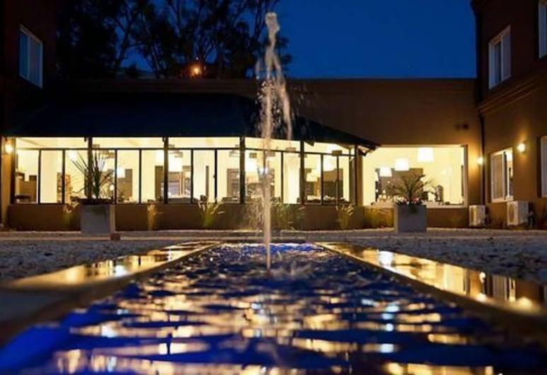 Pro Hotel, Presidente Derqui, Fountain