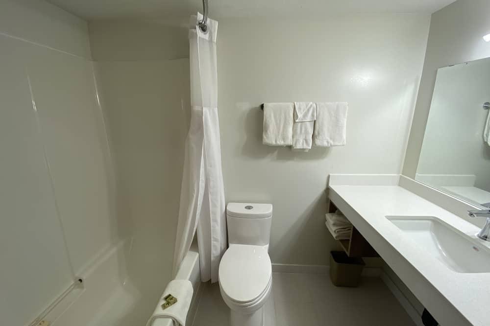 Standard szoba, 2 queen (nagyméretű) franciaágy - Fürdőszoba