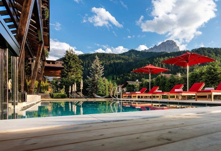 Hotel Tyrol, Selva di Val Gardena, Teras Havuzu