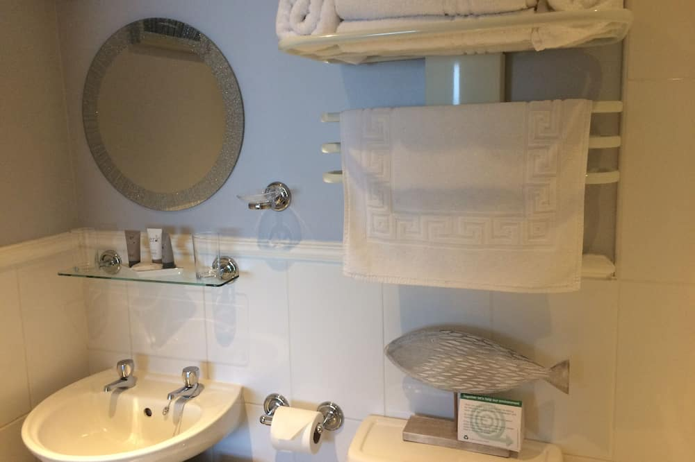 Double Room, Ensuite (King Bed & Single Bed) - Bathroom