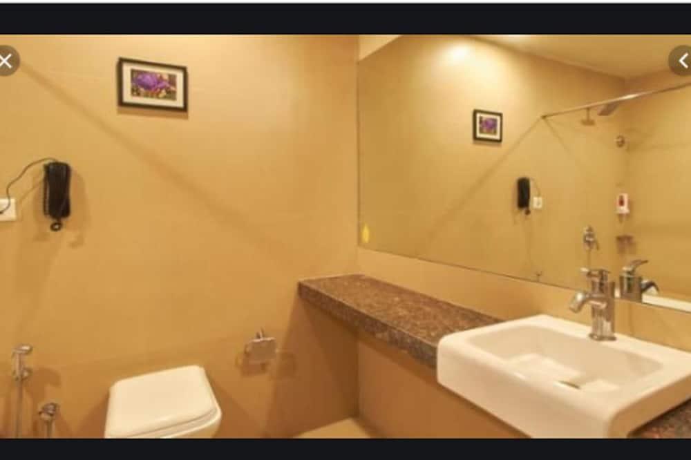 Business-værelse - 1 dobbeltseng eller 2 enkeltsenge - Badeværelse