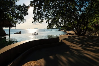 Enter your dates for special Koh Phangan last minute prices