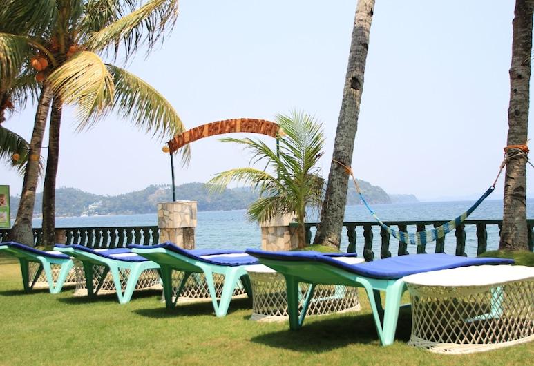 Badladz Beach and Dive Resort, Puerto Galera, Beach