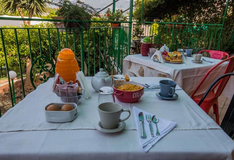 Villa Rocla Guest House Pompei, Pompei, Breakfast Area