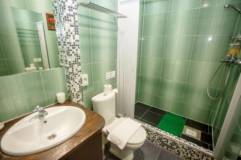 Economy Plus Double or Twin Room - Bathroom
