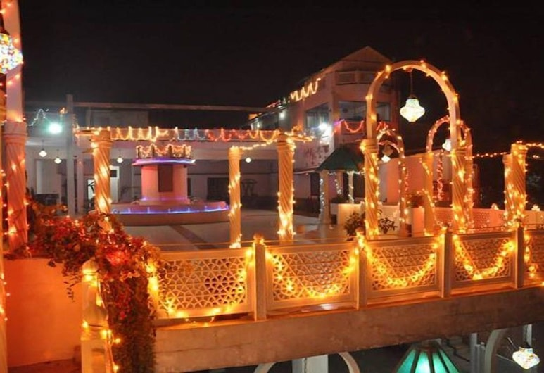 Hotel Daawat Palace, Agra, Property Grounds