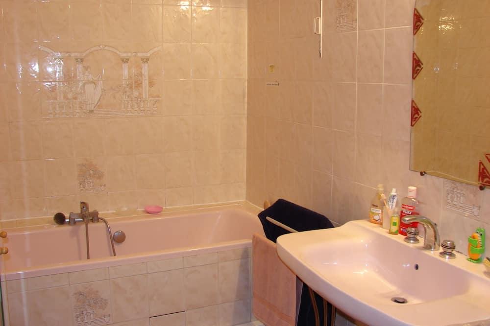Standardzimmer, 2Einzelbetten, Stadtblick - Badezimmer