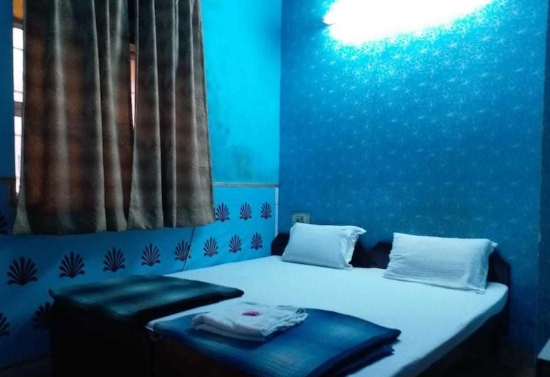 Hotel Raj Bed & Breakfast, Agra, Standard Non-AC Room, Guest Room