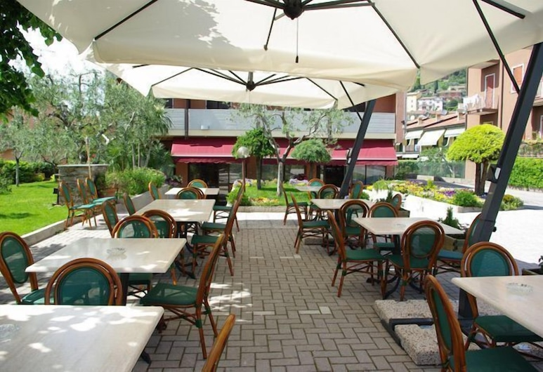 安德雷伊斯酒店, 卡瓦永韋羅內塞, 室外用餐