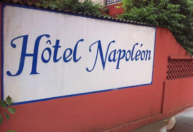 拿破崙機場酒店, 洛美