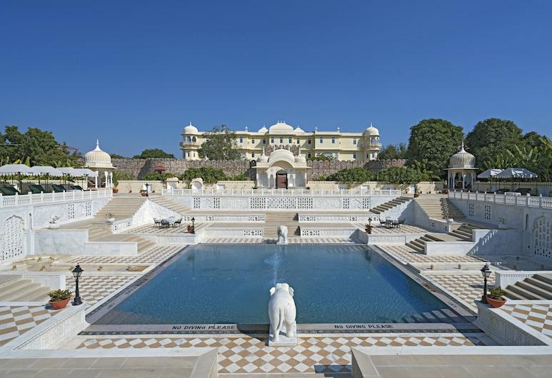 倫滕波爾納哈加爾飯店, 瑟瓦伊馬托布爾, 室外游泳池