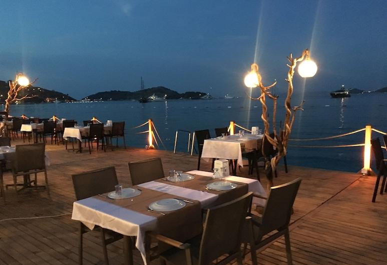 Alya Turkbuku Beach Hotel, Bodrum, Açık Havada Yemek