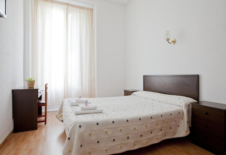 Hostal Condestable, Madrid, Standard Double Room, Private Bathroom, Guest Room