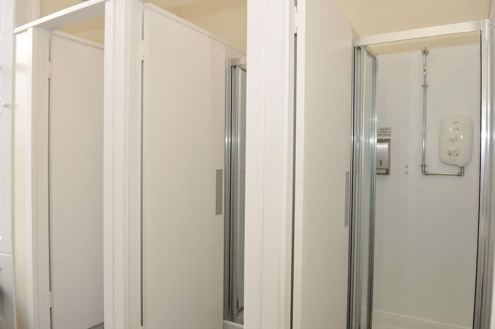 One Bed in a 14 Bed Mixed Dormitory - Bathroom