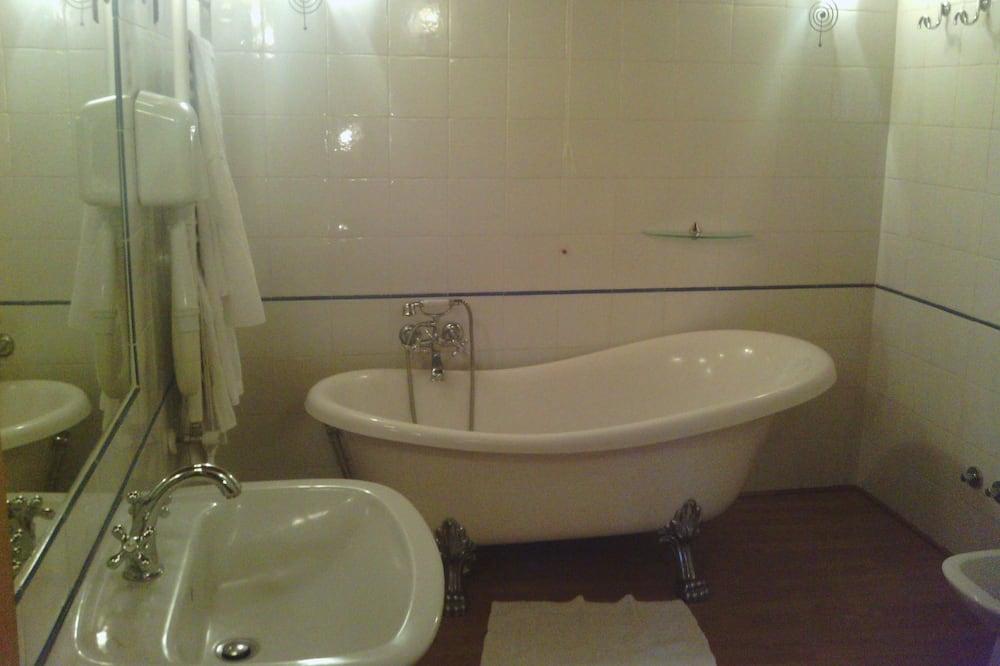 Classic Tek Büyük veya İki Ayrı Yataklı Oda - Banyo