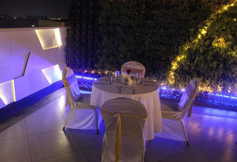 Dragonfly Hotel - The Art Hotel, Bombay, Açık Havada Yemek