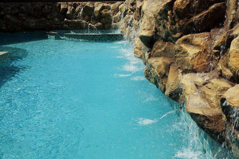 Критий/відкритий басейн