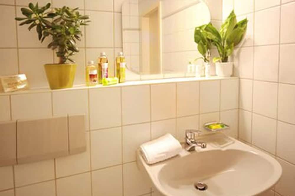 Comfort Double or Twin Room, Private Bathroom - Bathroom Sink