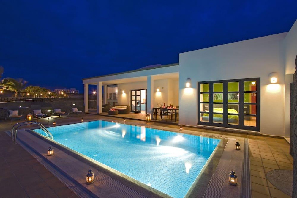 Villa (Mamma Mia 1 double + 4 twins) - Havuz
