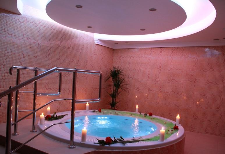 Villa Martini, Miedzyzdroje, Indoor Spa Tub