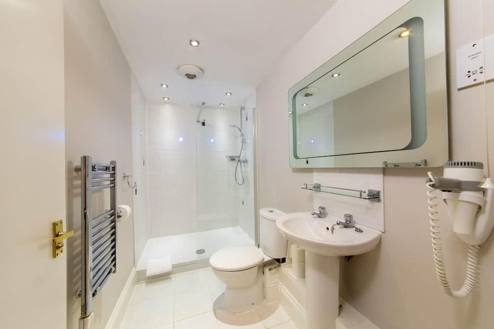 Superior Tek Büyük Yataklı Oda, Banyolu/Duşlu, Bahçe Manzaralı - Banyo