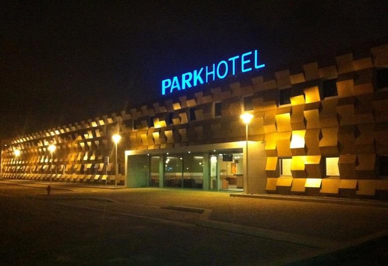 Park Hotel Porto Aeroporto, Maia, Hotelfassade am Abend/bei Nacht