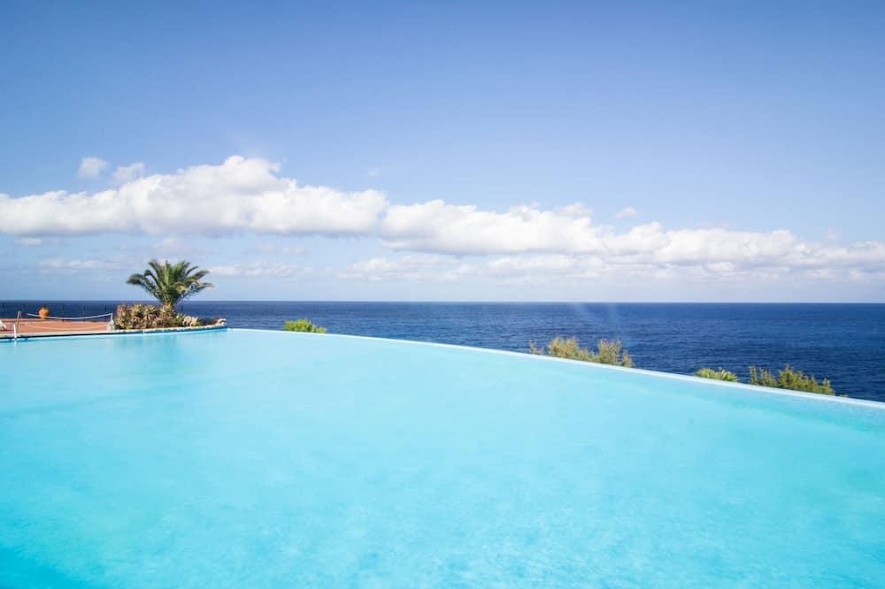 Resort Calampiso