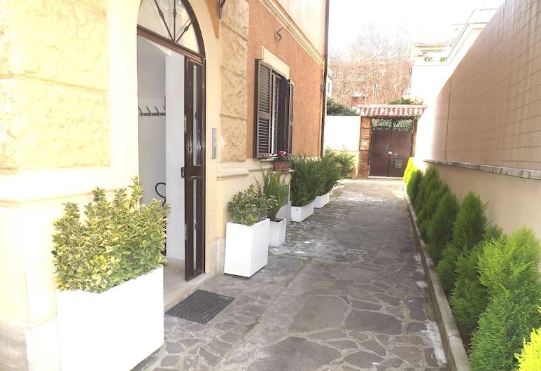 Villa Lanusei, Řím, Vchod do hotelu