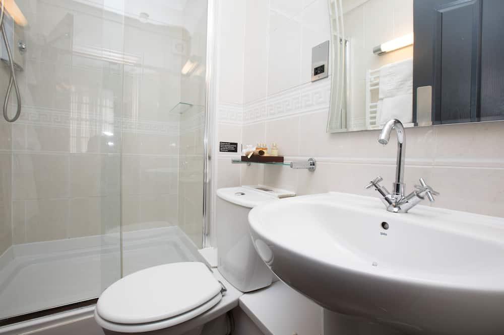 Eenvoudige tweepersoonskamer, 1 tweepersoonsbed - Badkamer