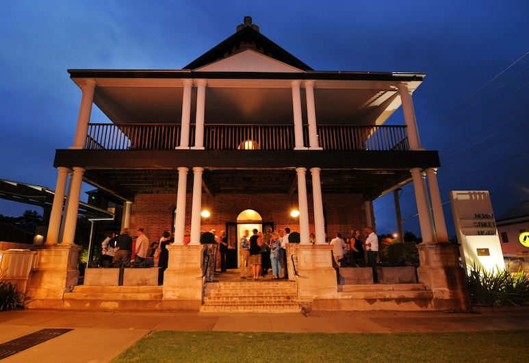 Perry Street Hotel, Mudgee, Front of property