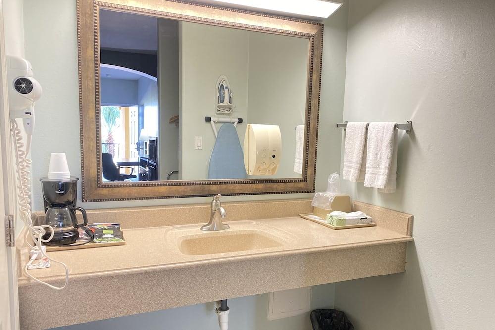 標準客房, 多張床 - 浴室洗手台