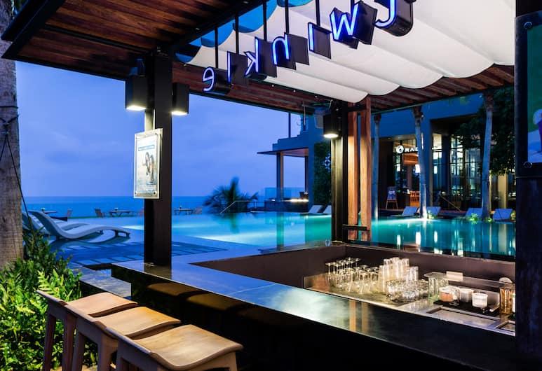 Cape Dara Resort, Pattaya, Poolside Bar