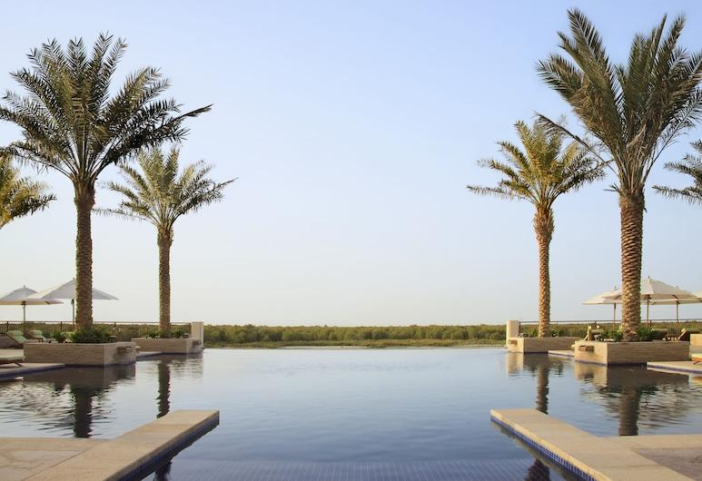 "Anantara Eastern Mangroves Abu Dhabi Hotel, Abu Dabis, ""Begalinis"" baseinas"