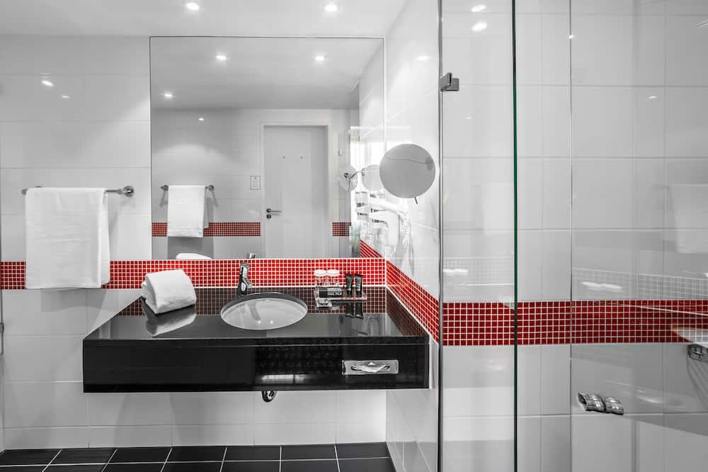 Executive Suite, Non Smoking - Bathroom