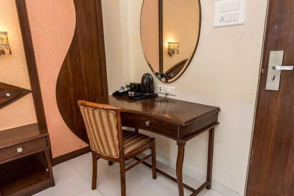 Deluxe Room, 1 Double Bed - In-Room Dining