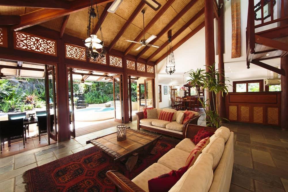 Grand Buree - Living Area